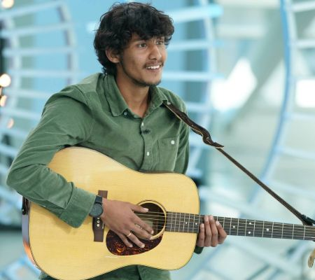 Arthur Gunn performing at the American Idol auditions